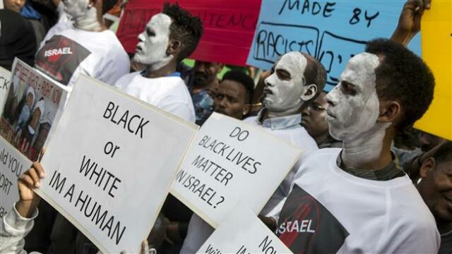 African migrants demonstrate
