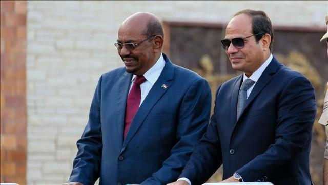 President of Egypt Abdel Fattah Al-Sisi (R) and President of Sudan Omar Al-Bashir (L)