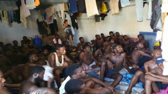 Refugees_and_migrants_in_a_detention_centre_in_Libya