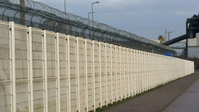 Calais_border