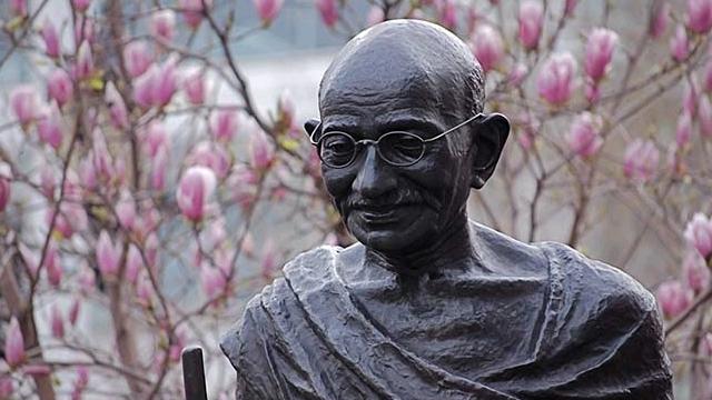 Gandhi_statue