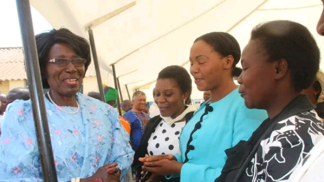 Zambia_VEEP_conferring_with_some_school_teachers