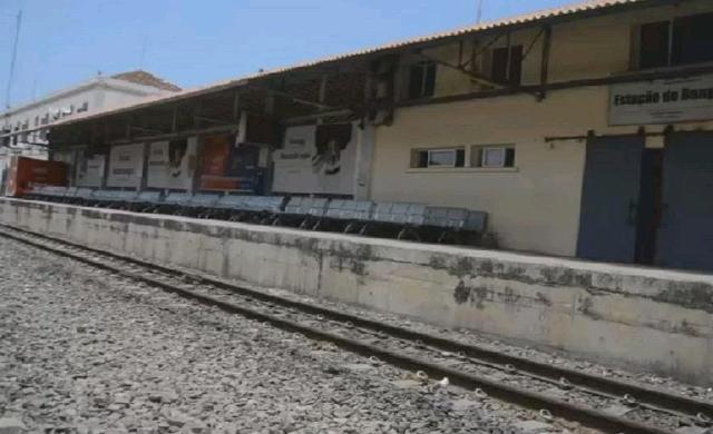 Angolan-railway-workers.jpg