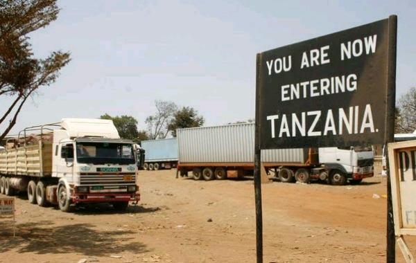 Kenya-Tanzania_border_in_Namanga.jpg