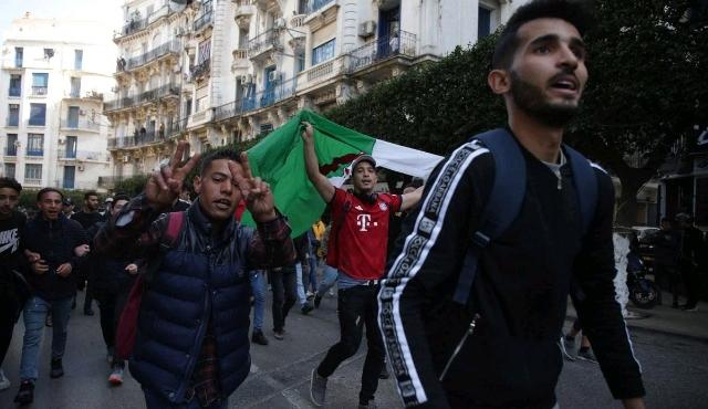 Algerian-students-protest-against-President-Abdelaziz-Bouteflika.jpg