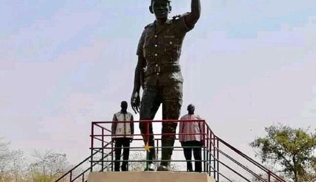 Thomas-Sankara's-statue.jpg