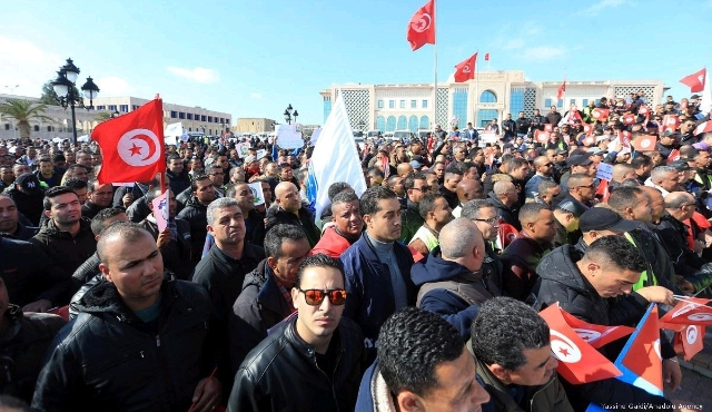 Tunisian-security-force-protest.jpg