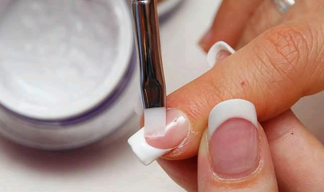 Gel-Nails-2_1024x1024_crop_640x380.jpg