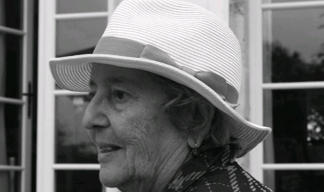 Elaine Mokhtefi
