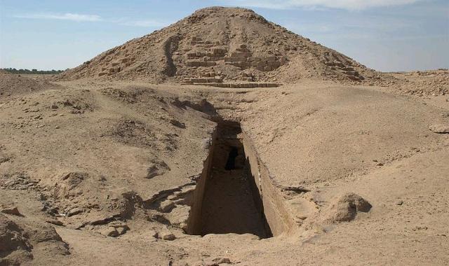 King Piya's tomb.