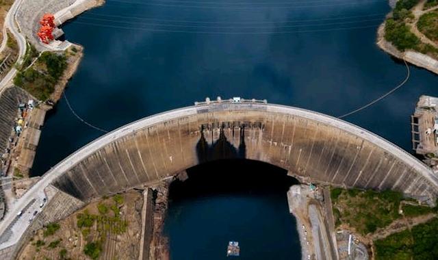 Aerial-view-of-Kariba-dam.-Dmitriy-KandinskiyShutterstock_crop_640x380.jpg