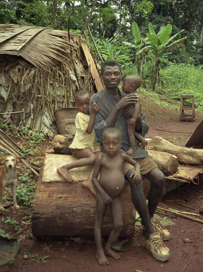 Aka parent with his children